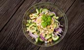 Тайландска салата с краставици и фъстъци