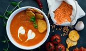 Крем супа с червена леща и домати