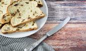 Сладък хляб със стафиди и масло