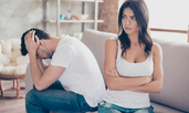 Признаци, че се заяждате с партньора си, контролирате го и убивате връзката