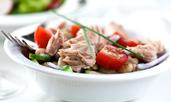 Доматена салата с риба тон