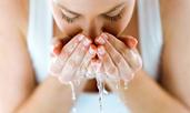 Ежедневни навици, които правят мазната кожа още по-мазна
