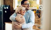 Какво можете да разберете за мъжа от връзката с майка му