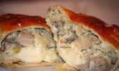Палачинкови сарми с месна плънка и топено сирене
