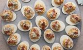 Пълнени яйца с бекон и пилешко