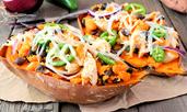 Пълнени сладки картофи с боб и авокадо