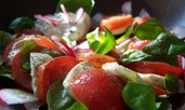 Салата с домати, моцарела и авокадо