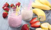 Шейк с йогурт, ягоди и банан