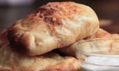 Минипици калцоне с пилешко