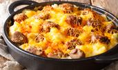 Запеканка с наденица, бекон и картофи