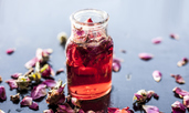 Лятна грижа за кожата с розова вода
