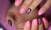 Маникюр в розови и лилави нюанси
