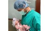 Енрике Иглесиас и Анна Курникова показаха снимки на бебето си