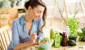 Как трябва да се храни една жена на 30, 40, 50, 60-годишна възраст?
