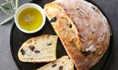 Хляб с пармезан и маслини в хлебопекарна
