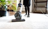 Какво да не почиствате с прахосмукачка
