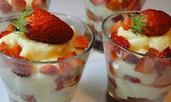 Кокосов крем с ягоди