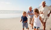 Баби и дядовци, които гледат внуци, живеят по-дълго