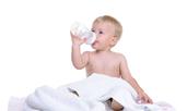 Как да откажете бебето от бутилката?