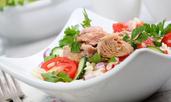Средиземноморска салата с риба тон и маслини