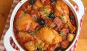 Яхния с пилешко, наденица и маслини