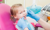 Първа среща на дете със зъболекаря – още в първата му година