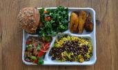 Училищната храна в различни части на света