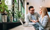 Флирт с колега: 10 неща, за които да помислите