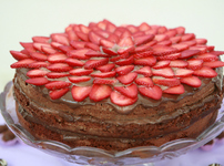 Торта с ягоди и шоколадов мус