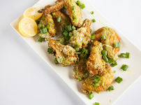 Пилешки крилца с пармезан и чесън