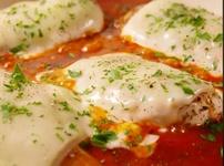 Пилешки гърди с моцарела в доматен сос