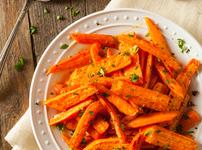 Гарнитура печени моркови с чесън
