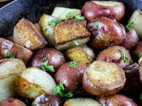 Глазирани червени картофи с мед и горчица