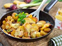 Картофи с бекон и кашкавал на тиган