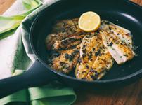 Бяла риба на скара с моркови и лук