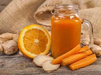 Витаминозен сок от портокал, джинджифил и морков