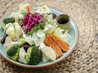 Салата с броколи, карфиол и фета