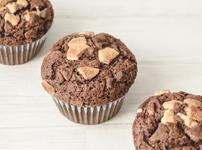 Шоколадови мъфини с парченца бял шоколад