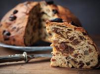 Сладък хляб със стафиди и смокини