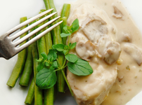 Ароматно пиле със сметанов сос