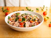 Средиземноморска салата с ориз, шунка и зеленчуци
