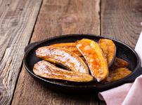 Пържен банан с масло, канела и индийско орехче
