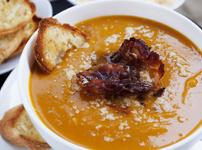 Тиквена супа с бекон и крутони