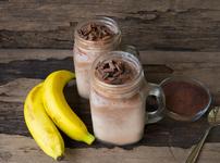Смути с какао, банан и бадемово мляко