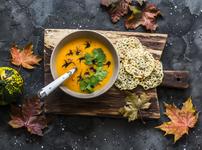 Есенна крем супа с тиква и ябълка