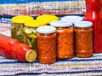 Зимнината на баба – рецепти за туршии, лютеници и сладка
