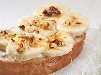 Тост с рикота, банан и мед
