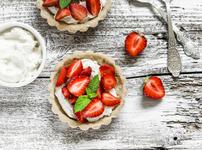 Тарт с ягоди и шамфъстък