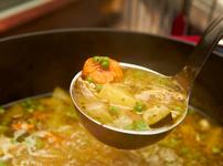 Супа с пилешки гърди, тиквички и моркови