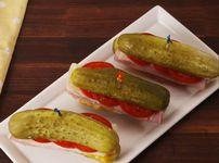 Парти хапки с кисели краставички